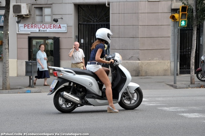 PoluxCriville-Via-circulaseguro.com-Scooter-proteccion-ropa-moto-verano-conduccion-segura