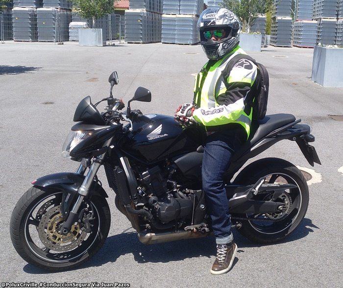 PoluxCriville-Via-Helite-chaleco-airbag-seguridad-pasiva-conduccion-segura-moto