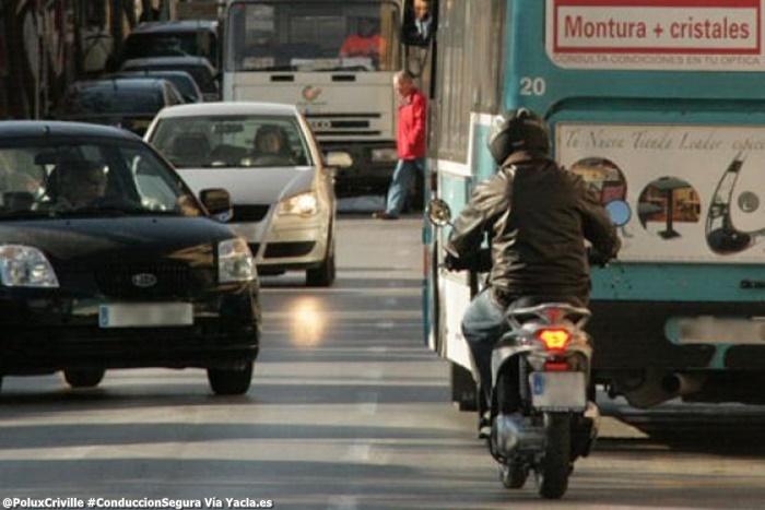 PoluxCriville-Via_Yacla.es-trafico-ciudad-moto-scooter