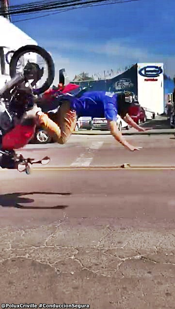 PoluxCriville-caida-moto-manos-suelo-conduccion-segura