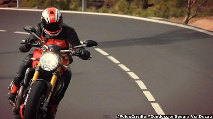 PoluxCriville-Via-Ducati-conduccion-segura-moto-equilibrio-control-pilotar