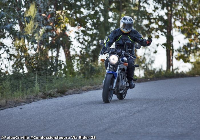 PoluxCriville-Via-Rider-GS-accidente-moto-atropello-conduccion-segura