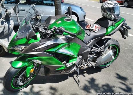 PoluxCriville-Entrega-Kawasaki-z1000sx-tourer-conduccion-segura-moto (1)