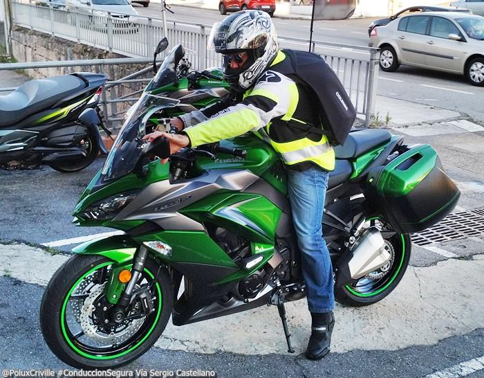 PoluxCriville-Via-Sergio Castellano-Entrega-Kawasaki-z1000sx-tourer-conduccion-segura-moto (2)