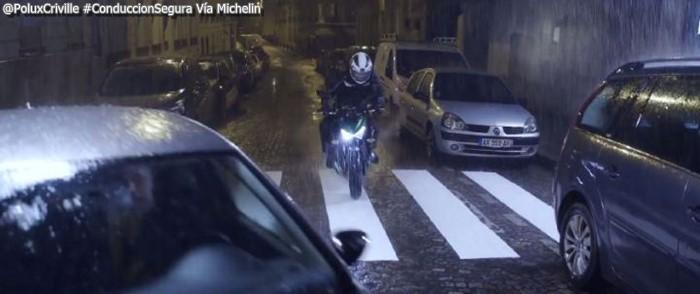 Poluxcriville-Via-Michelin-conduccion-nocturna-moto-pilot-road