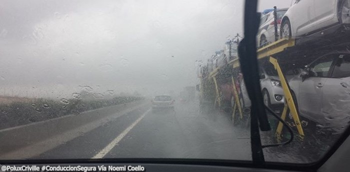 PoluxCriville-Via_Noemí Coello-lluvia-parabrisas-visibilidad-reducida-peligro