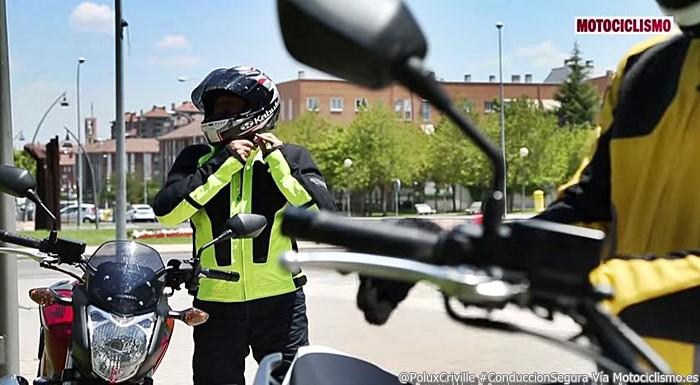 PolxCriville-Via-Motociclismo.es-complentos-visibilidad-moto-conduccion-segura