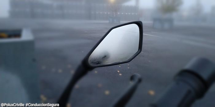 PoluxCriville-peligros-otonio-hojas-sueltas-niebla-conduccion-segura-moto (2)