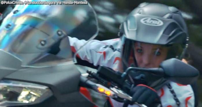 PoluxCriville-Via-Honda Montesa-conduccion-segura-moto-mirada