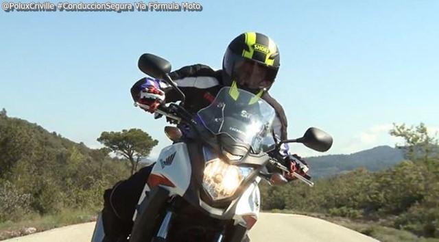 PoluxCriville-Formulamotoweb-Javier-Millan-moto-manos-conduccion-segura-2