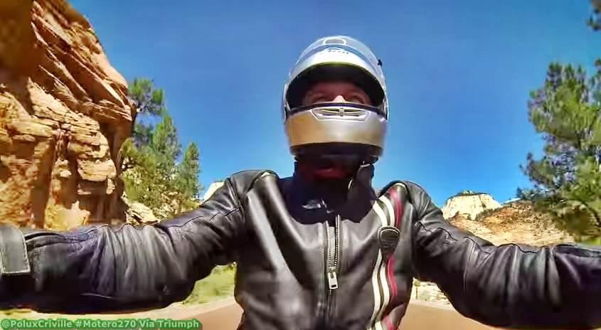 Piloto con visera de casco abierta